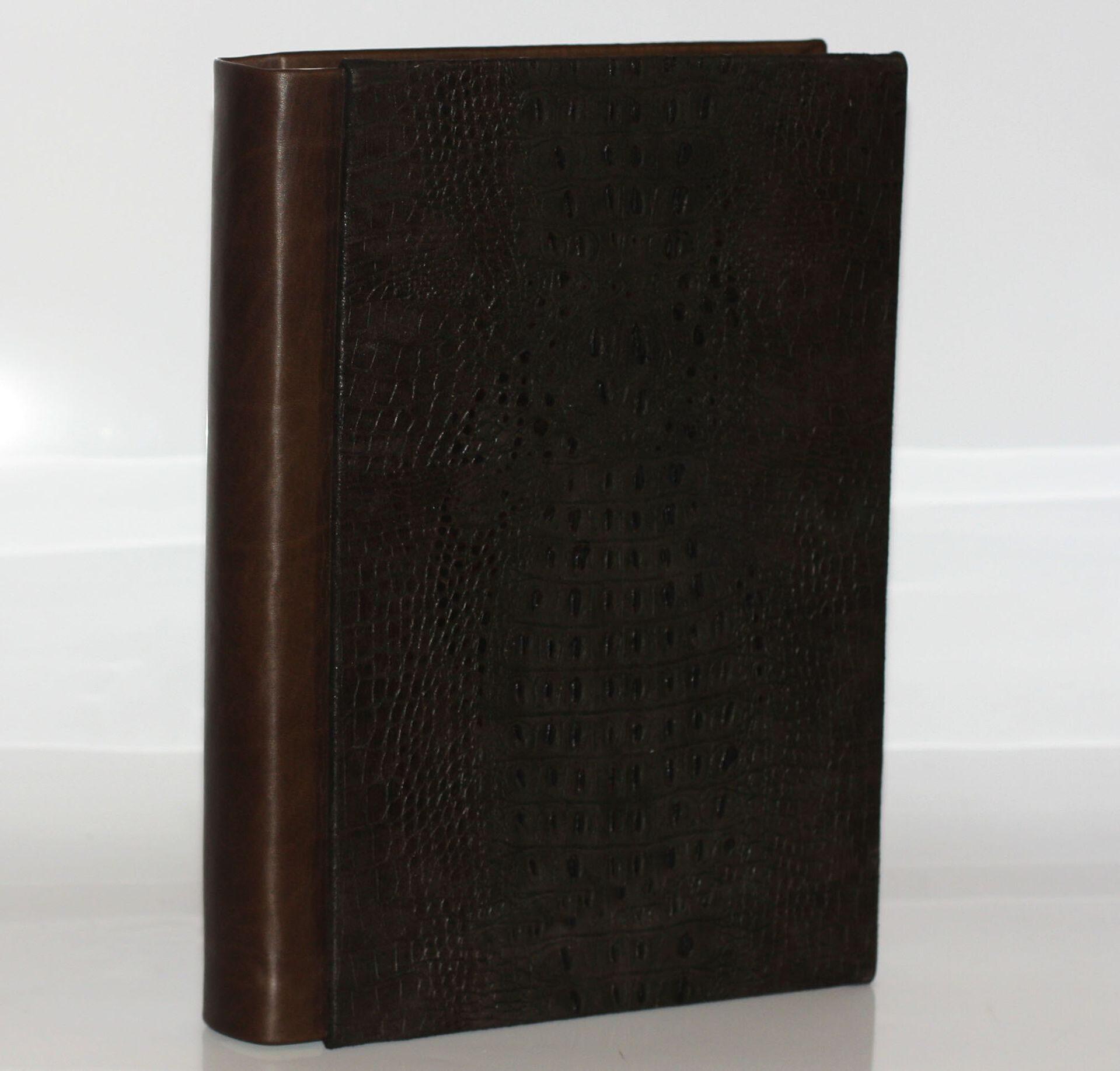 """Подарочный фотоальбом из натуральной кожи """"Крокодил"""" от 13 350 руб"""